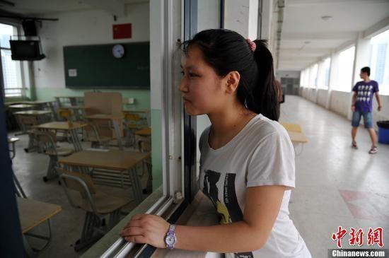 广东放开异地高考首年近万名学生
